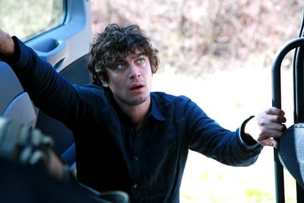 Una immagine di Riccardo Scamarcio nel film Eden Is West, nel quale interpreta il ruolo di Elias