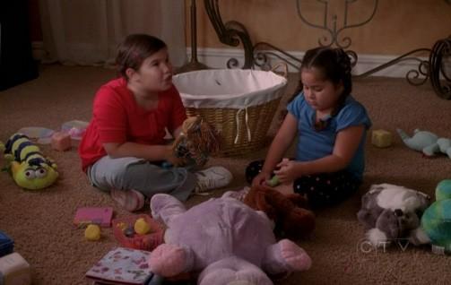 Le due pestifere sorelline Solis nell'episodio Connect! Connect! della quinta stagione di Desperate Housewives
