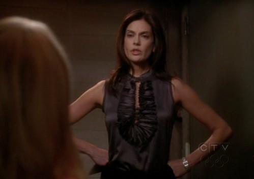Teri Hatcher nell'episodio Connect! Connect! della quinta stagione di Desperate Housewives