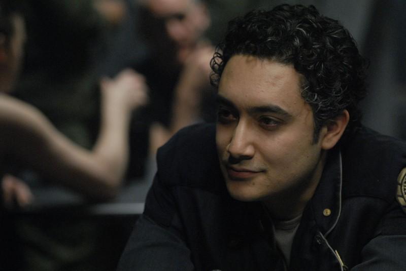 Alessandro Juliani in una scena dell'episodio A Disquiet Follows My Soul di Battlestar Galactica