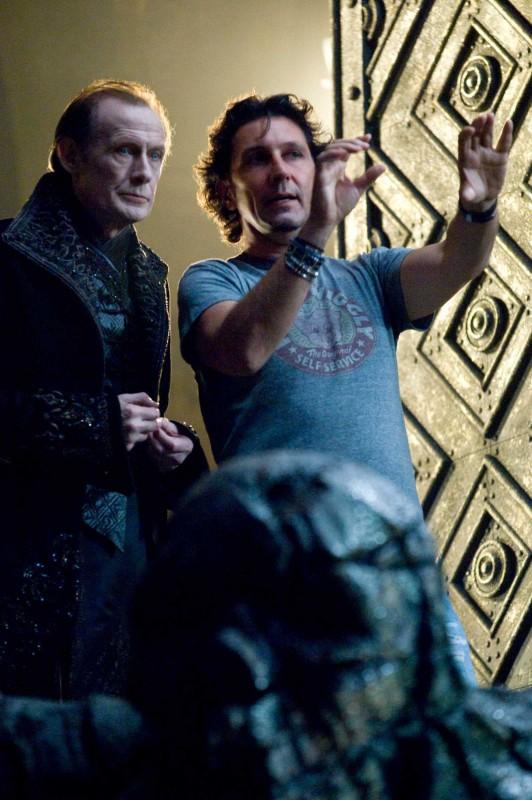 Bill Nighy e Patrick Tatopoulos sul set del film Underworld: La ribellione dei Lycans