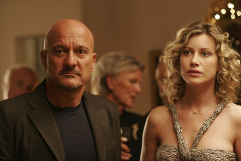 Claudio Bisio e Giorgia Wurth in una scena del film Ex
