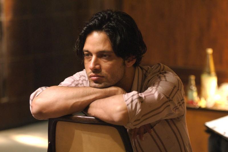 Gabriel Garko è Samuel nel film Aspettando il sole