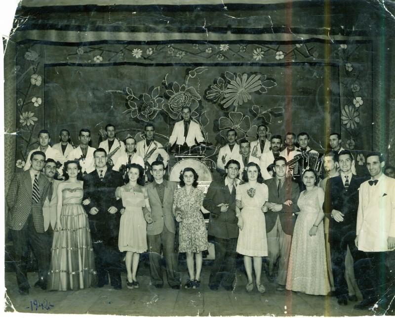 Isa Bellini con gli altri attori di uno spettacolo al Teatro Andreani di Mantova negli anni \'40
