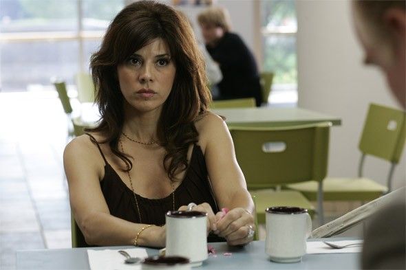 Marisa Tomei in una scena del film Onora il padre e la madre