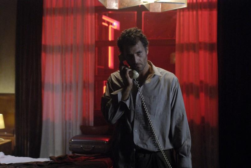 Raoul Bova in un'immagine del film Aspettando il sole