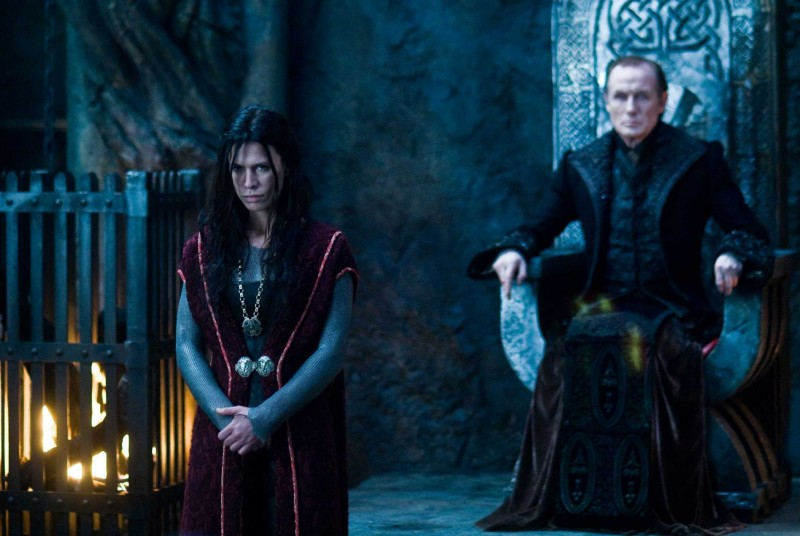 Rhona Mitra e Bill Nighy in una scena del film Underworld: La ribellione dei Lycans