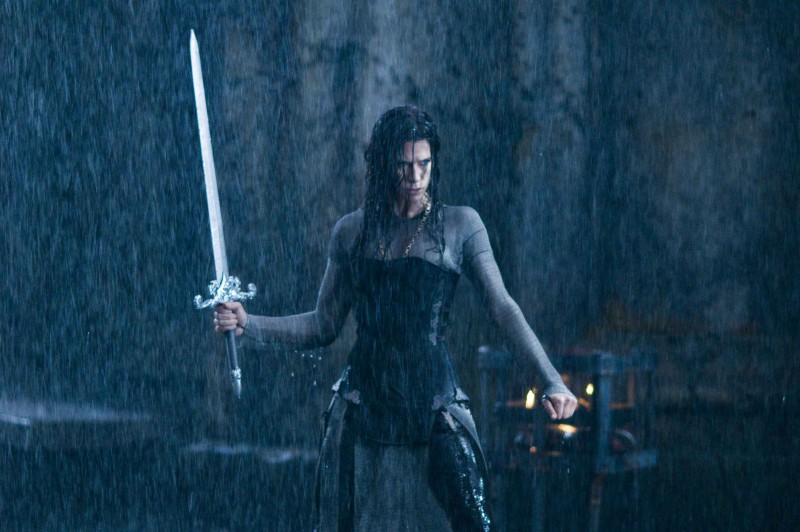 Rhona Mitra in una sequenza del film Underworld: La ribellione dei Lycans