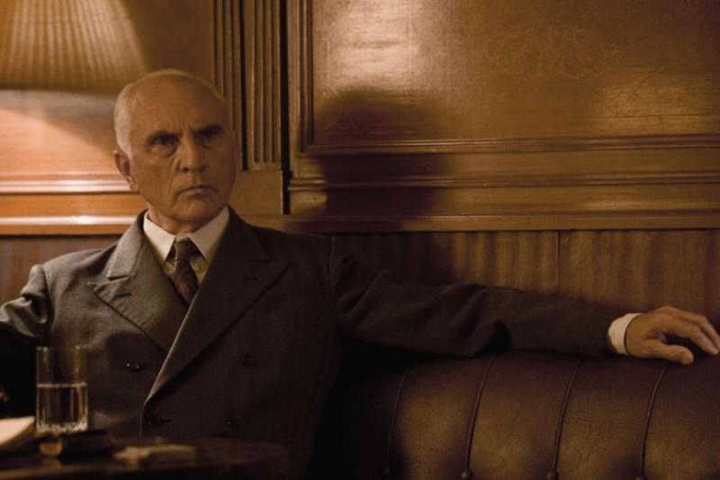 Terence Stamp in una scena del film Operazione Valchiria