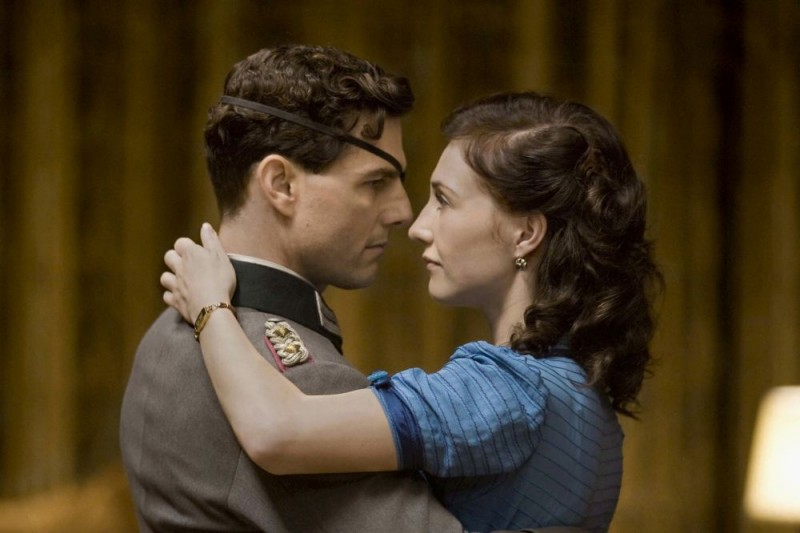 Tom Cruise e Carice van Houten in una scena del film Operazione Valchiria