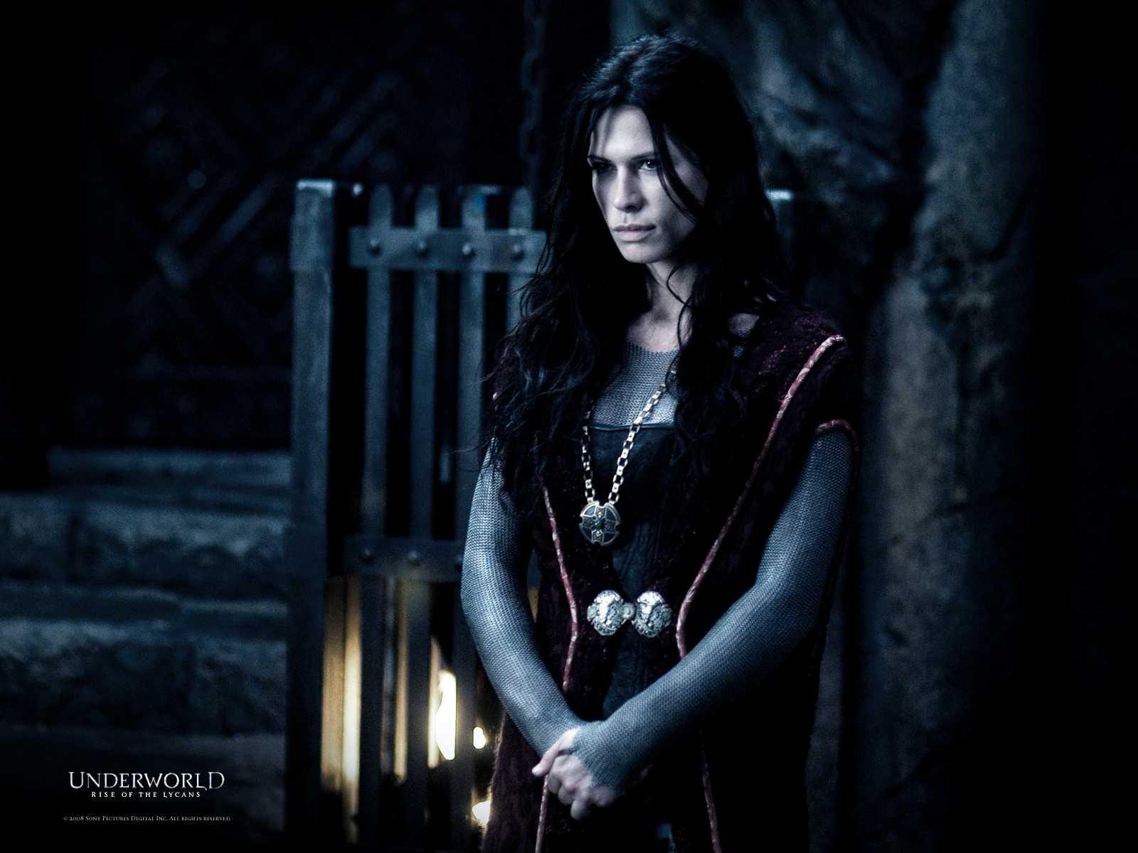 Un wallpaper del film Underworld: La ribellione dei Lycans con Rhona Mitra