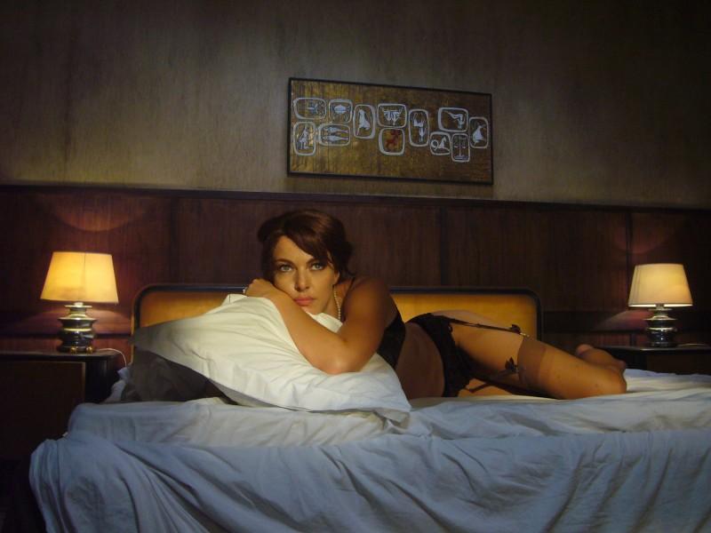 Una sensuale Claudia Gerini in una scena del film Aspettando il sole