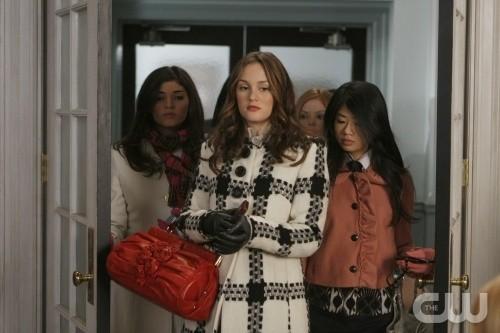 Amanda Setton, Leighton Meester e Yin Chang nell'episodio You've Got Yale di Gossip Girl