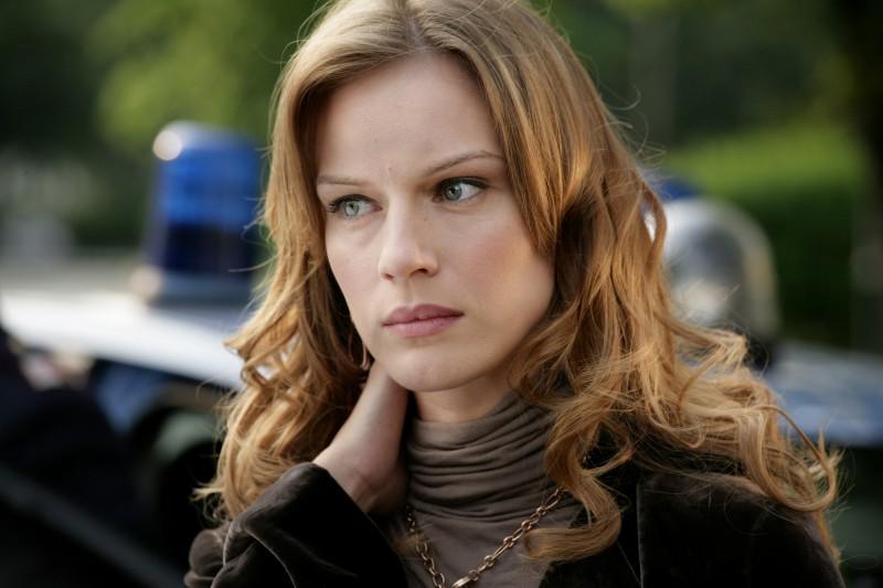 Antonia Liskova in una scena dell'episodio La famiglia de Il bene e il male