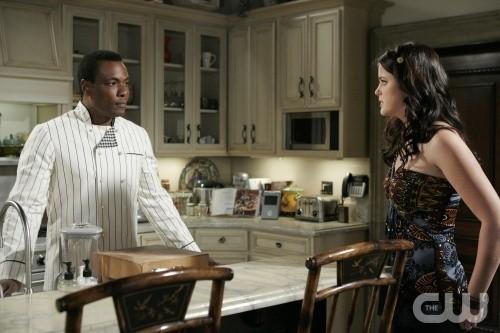 Ashley Newbrough ed Allan Louis in una scena dell'episodio All About the Ripple Effect di Privileged