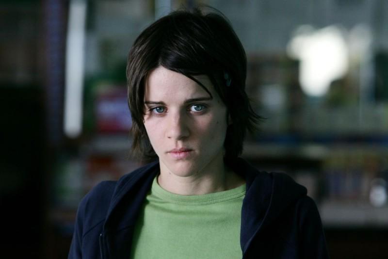 Chiara Nicola in una scena del film Giulia non esce la sera