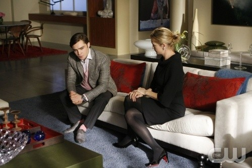 Ed Westwick e Kelly Rutherford nell'episodio You've Got Yale di Gossip Girl