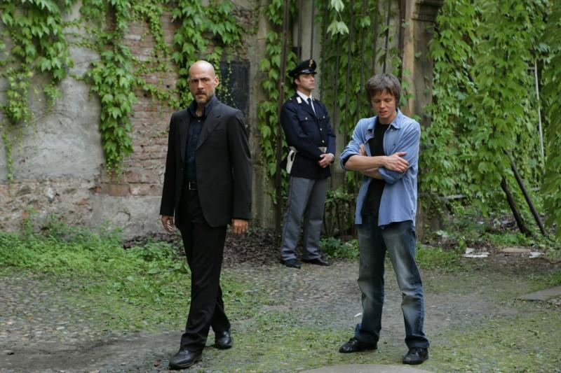 Gianmarco Tognazzi e Gianmaria Martini in una scena dell'episodio La famiglia de Il bene e il male