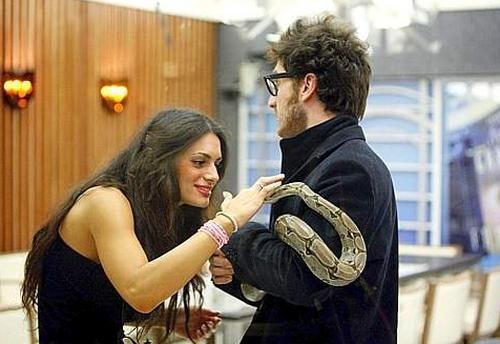 Grande Fratello 9: Cristina e Nicola fanno amicizia col serpente di Siria