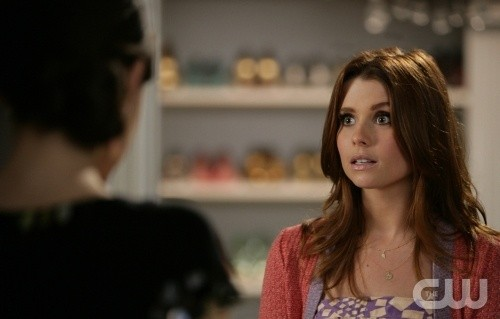 JoAnna Garcia in una scena dell'episodio All About the Big Picture di Privileged