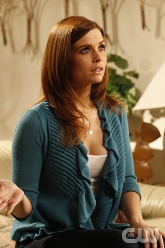 JoAnna Garcia in una scena dell'episodio All About the Ripple Effect di Privileged