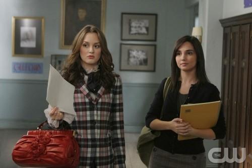 Leighton Meester e Laura Breckenridge in un momento dell'episodio You've Got Yale di Gossip Girl
