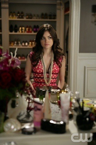 Lucy Hale in una scena dell'episodio All About the Big Picture di Privileged