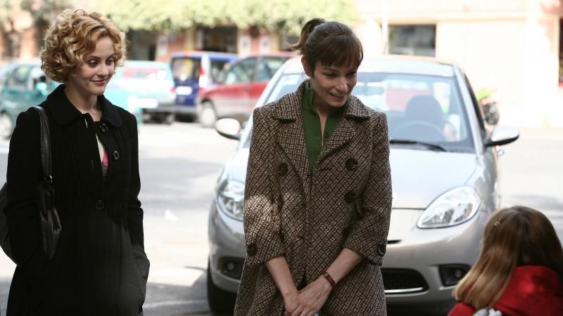 Marina Rocco e Stefania Rocca nell'episodio Questione di cellule di Tutti pazzi per amore