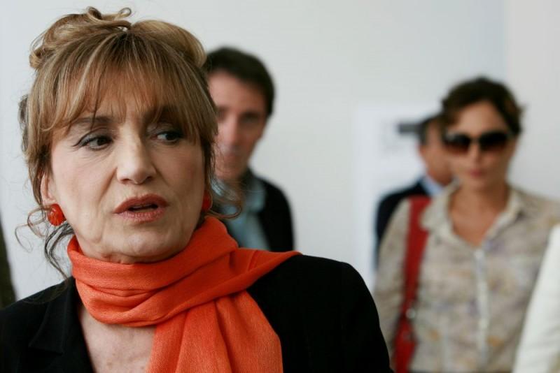 Piera Degli Esposti in una scena del film Giulia non esce la sera