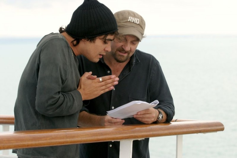 Riccardo Scamarcio e il regista Giovanni Veronesi sul set del film Italians