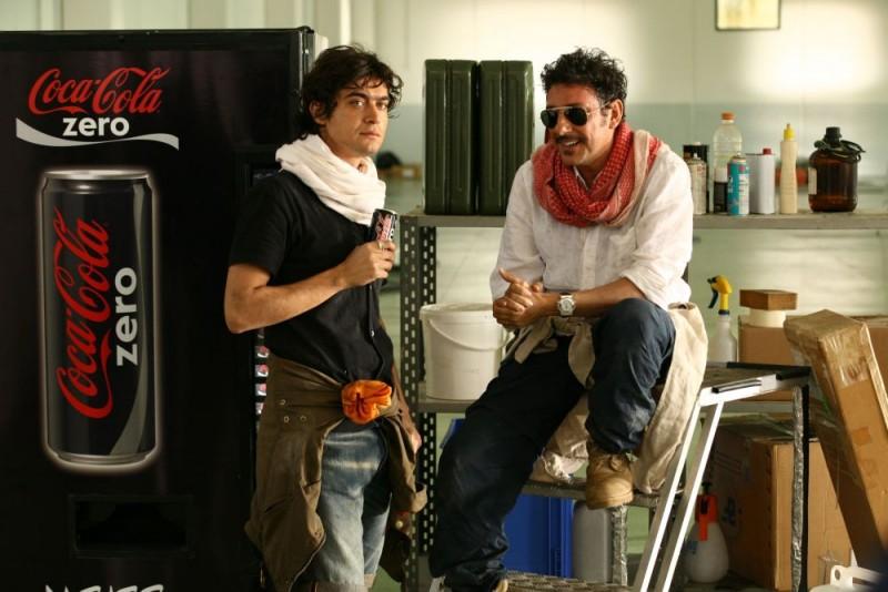 Riccardo Scamarcio e Sergio Castellitto in una scena della commedia Italians