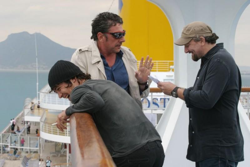 Riccardo Scamarcio, Sergio Castellitto e il regista Giovanni Veronesi sul set del film Italians