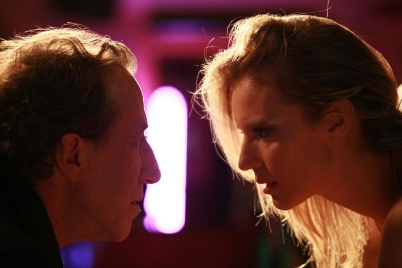 Sasa Vulicevic e Antonia Liskova in una scena del film Giulia non esce la sera