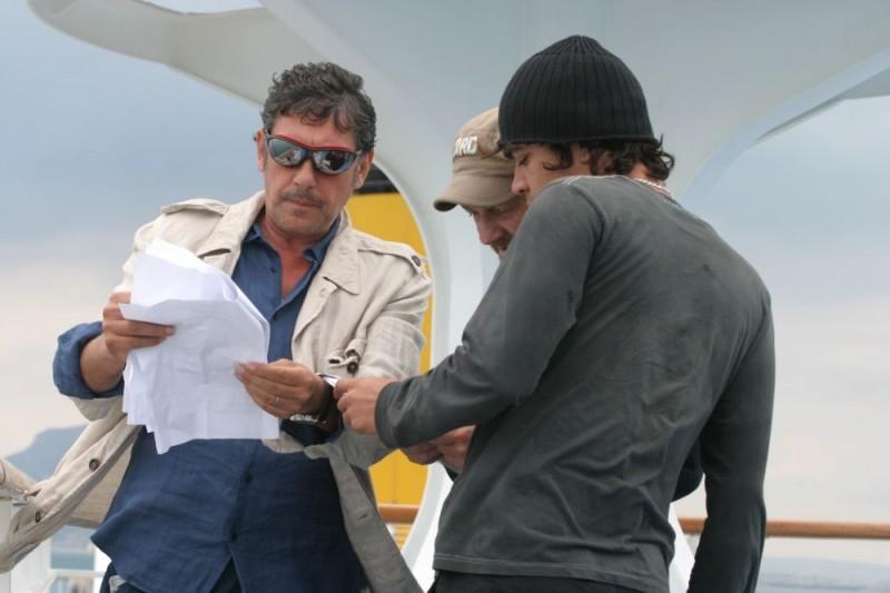 Sergio Castellitto, il regista Giovanni Veronesi e Riccardo Scamarcio sul set del film Italians