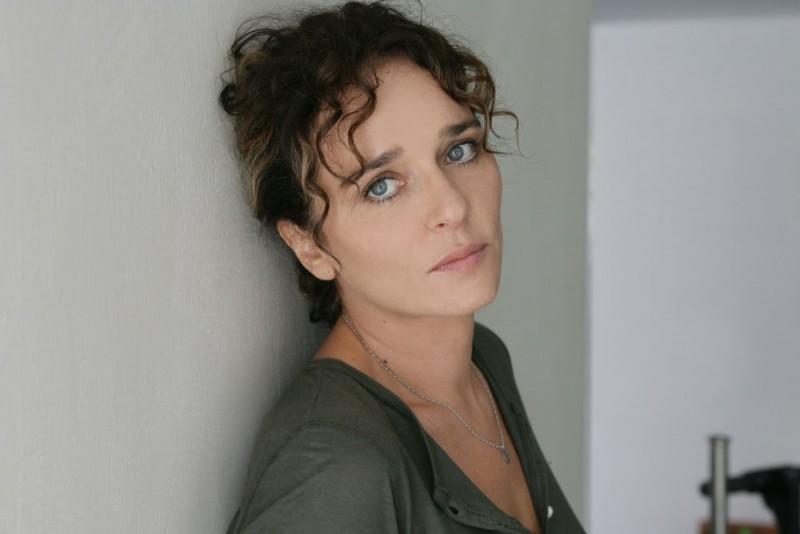 Valeria Golino in un'immagine promozionale del film Giulia non esce la sera