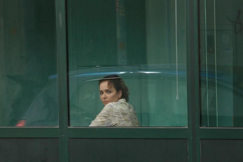Valeria Golino in una scena del film drammatico Giulia non esce la sera, diretto da Giuseppe Piccioni