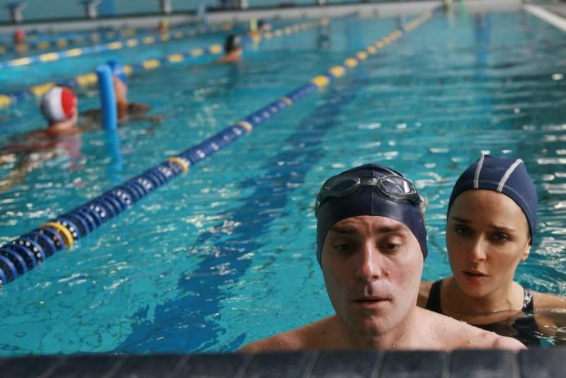 Valerio Mastandrea e Valeria Golino in un'immagine del film drammatico Giulia non esce la sera
