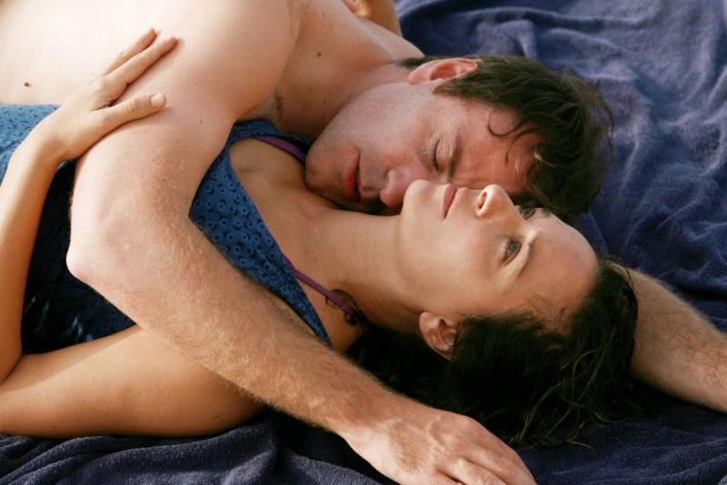 Valerio Mastandrea e Valeria Golino in un'immagine di Giulia non esce la sera, diretto da Giuseppe Piccioni