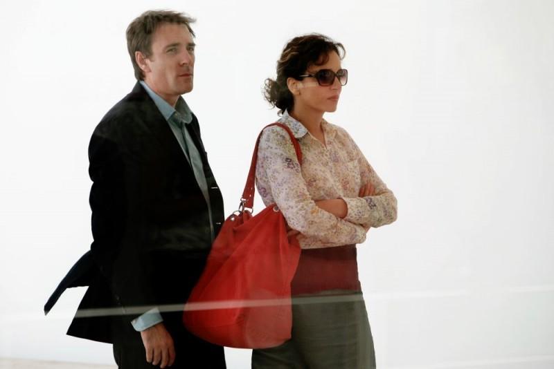 Valerio Mastandrea e Valeria Golino in una scena di Giulia non esce la sera