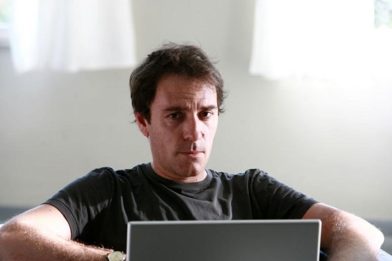 Valerio Mastandrea in una foto promozionale del film Giulia non esce la sera