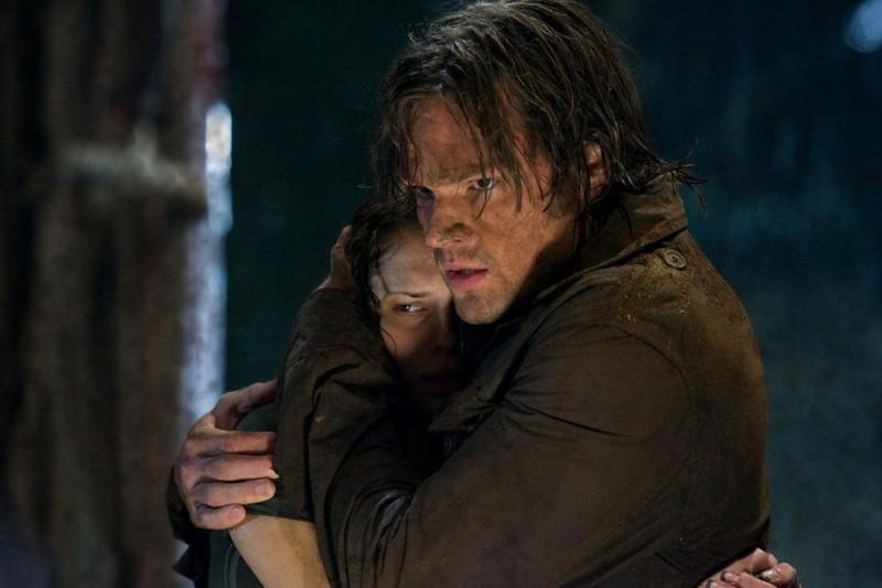 Danielle Panabaker e Jared Padalecki in un'immagine dell'horror Venerdì 13
