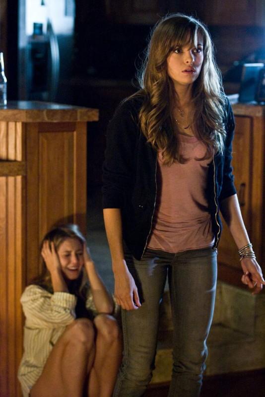 Danielle Panabaker in un'immagine del film Venerdì 13