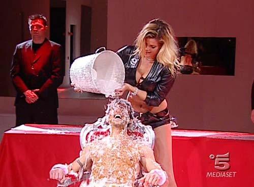Grande Fratello 9 - Gianluca Zito con Natalia Bush durante la seconda puntata del reality.