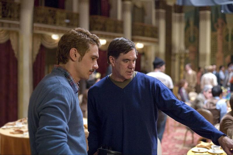 James Franco e il regista Gus Van Sant sul set del film Milk
