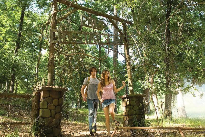 Jared Padalecki e Danielle Panabaker in un'immagine dell'horror Venerdì 13