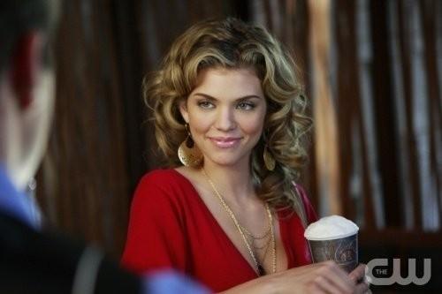 AnnaLynne McCord in una scena dell'episodio Of Heartbreaks and Hotels di 90210