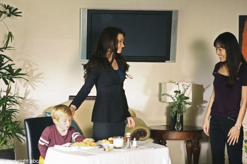 Evangeline Lilly e Yunjin Kim con il piccolo William Blanchette nell'episodio The Little Prince di Lost