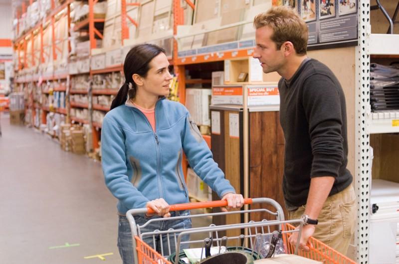 Jennifer Connelly e Bradley Cooper in una scena del film La verità è che non gli piaci abbastanza