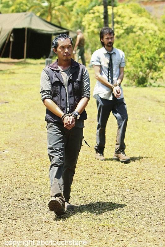 Jeremy Davies e Ken Leung in un momento dell'episodio Jughead di Lost