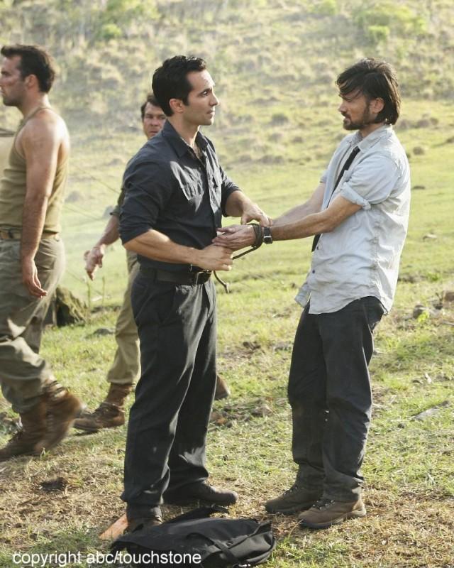 Jeremy Davies e Nestor Carbonell in un momento dell'episodio Jughead di Lost